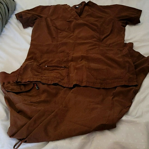 Brown scrubs set. Peaches. Size medium.